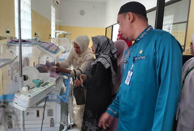 Bayi yang diduga dibuang orang tuanya di Desa Tambusai Barat, Kecamatan Tambusai, sudah tiga hari menjalani perawatan di RSUD Rohul