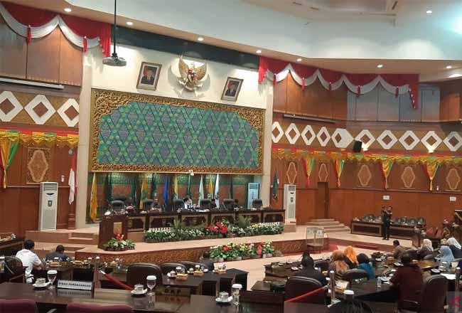 Sidang Paripurna DPRD Riau penetapan AKD. Foto: Antara