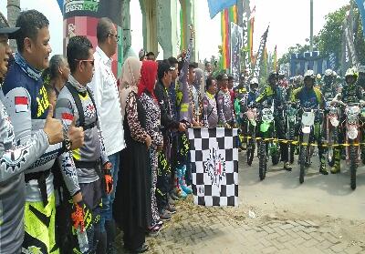 Bupati Sukiman, Sekda dan pejabat Forkompinda, melepas start 834 rider yang ikut JRR ke 7 tahun 2019, bersempena peringatan Hari Jadi Kabupaten Rohul ke 20, yang dipusatkan di Front City, Pasir Pangaraian.