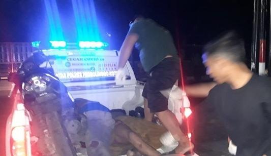 Dua perampok tewas ditabrak mobil korban. FOTO: detikcom.