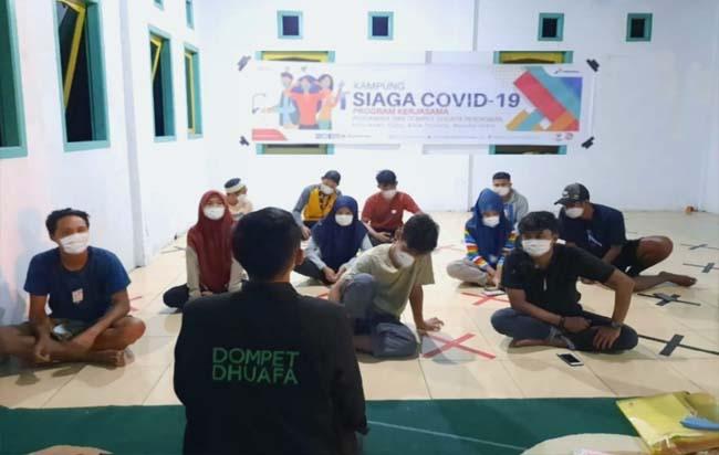 Pertamina dan Dompet Dhuafa Pendidikan melalui program Kampung Siaga Covid-19 mengundang muda mudi Kelurahan Tubo mengikuti Focus Group Discussion (FGD) Relawan Siaga Covid-19 di Gedung TPQ Rahmatullah.