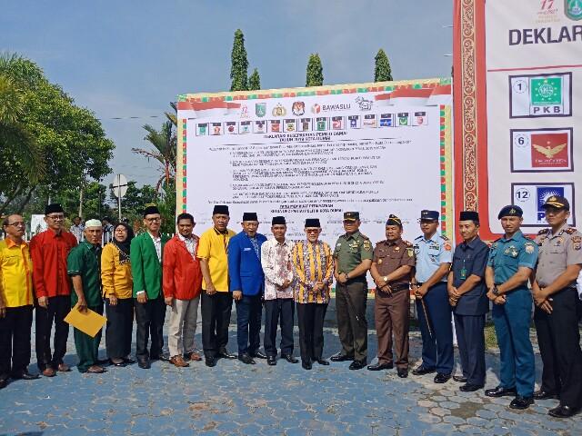 Walikota Dumai H Zulkifli AS menghadiri deklarasi Pemilu Damai 2019 di lapangan eks walikota Jalan HR Subrantas Dumai baru-baru ini.