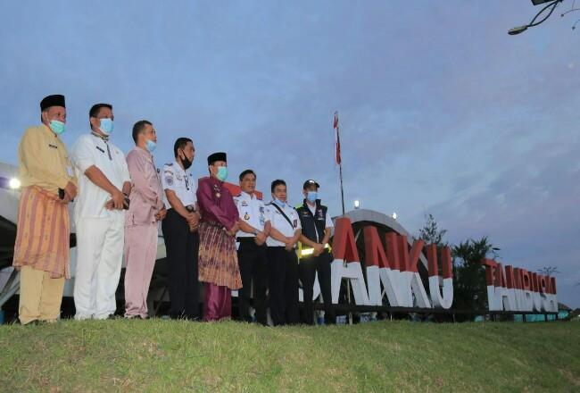 Bupati Sukiman, kunjungi bandara Tuanku Tambusai Pasir Pangaraian yang rencanya akan dikembangkan menjadi bandara komersil.