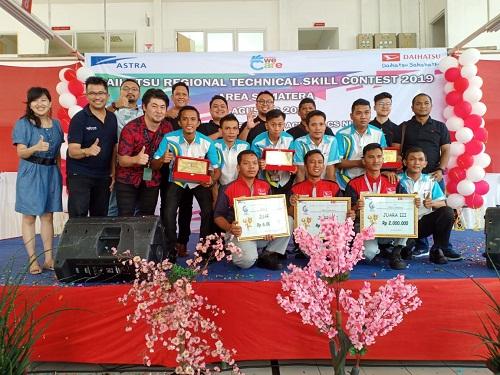 Foto bersama para pemenang kontes