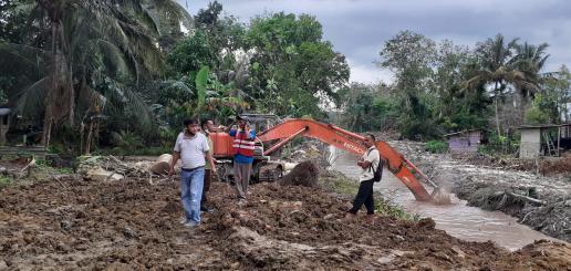 RAPP juga menurunkan alat berat seperti excavator yang digunakan untuk mengangkat seluruh lumpur yang menyebabkan pendangkalan kanal.