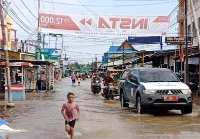 Jalan Kusuma akses menuju pasar JM banjir, pasar JM lumpuh.