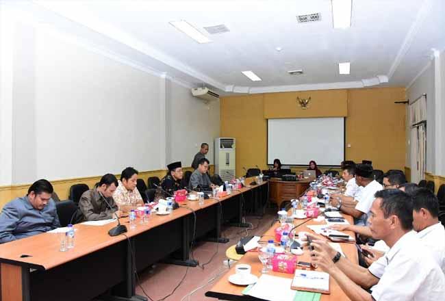Rapat dengar pendapat antara Komisi II DPRD Bengkalis dengan Diskominfotik.