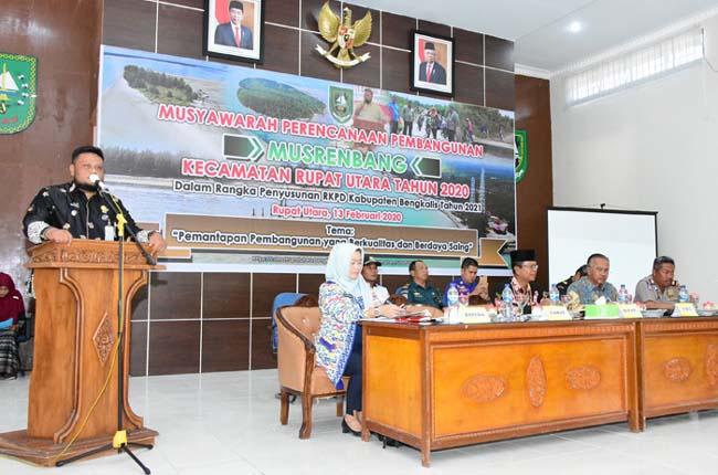 Camat Rupat Utara Agus Sofyan pada pelaksanaan Musrenbang, Kamis, 13 Februari 2020, di Gedung Medang Perkasa Kantor Camat Rupat Utara.