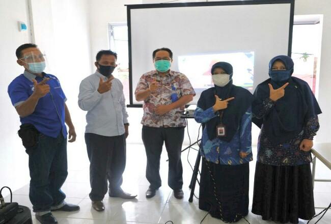 Foto bersama di kantor Loka POM Dumai.