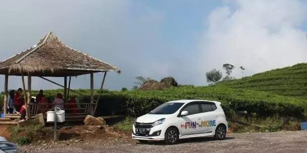 New Daihatsu Ayla di area Glamping Lakeside Resort, Ciwidey, Jawa Barat. FOTO: TEMPO