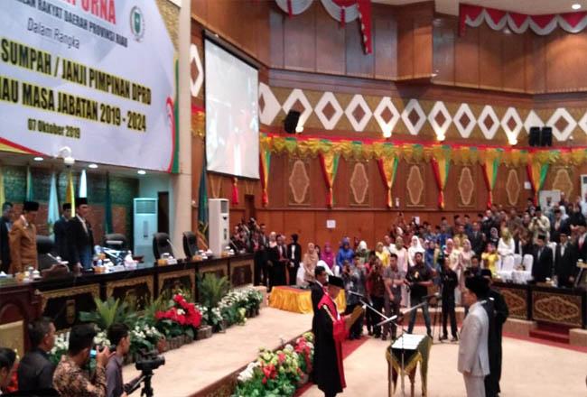 Pelantikan Ketua DPRD Riau. FOTO: Rivo Wijaya