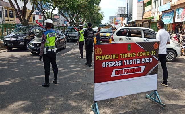 Operasi Yustisi pemburu Teking Covid-19 di Jalan Sudirman, tepatnya depan Pasar Sukaramai, Pekanbaru, Senin (28/9/2020) pagi.