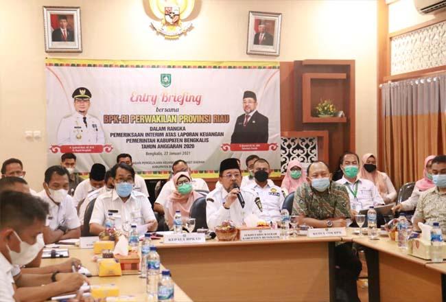 Sekeretaris Daerah H Bustami memimpin Entry Breafing bersama BPK RI Perwakilan Riau.