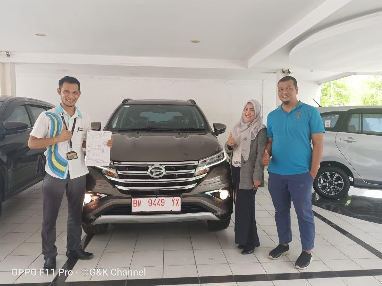 Penyerahan unit mobil Daihatsu ke konsumen di Astra Daihatsu Cabang Pekanbaru