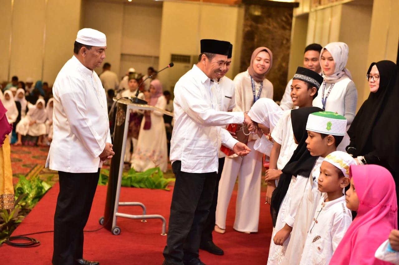 Gubri dan Wagubri hadiri berbuka puasa bersama dengan masyarakat dan mahasiswa asal Riau di Jakarta.