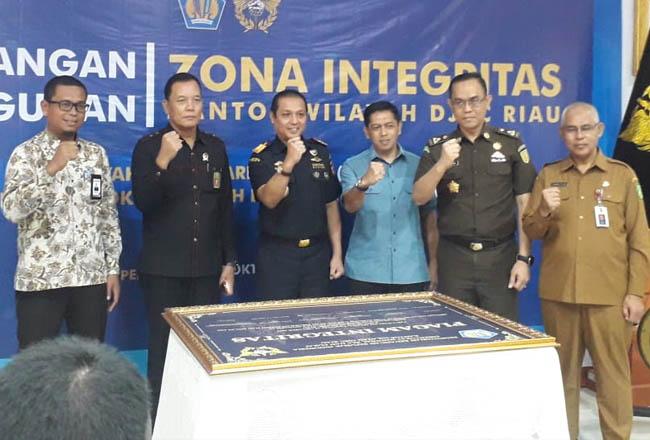 Pencanangan Zona Integritas Menuju Wilayah Birokrasi Bersih dan Melayani di lingkungan Kanwil DJBC Riau.