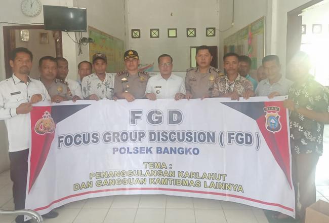 Aparat Polsek Bangko menggelar Focus group discussion di Kepenghuluan Labuhan Tangga Besar, Kecamatan Bangko, Rohil