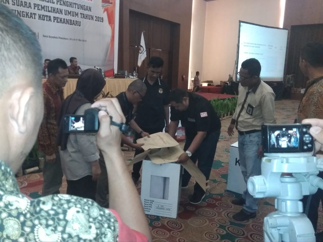 Proses pleno hasil Pemilu 2019 tingkat Kota Pekanbaru.