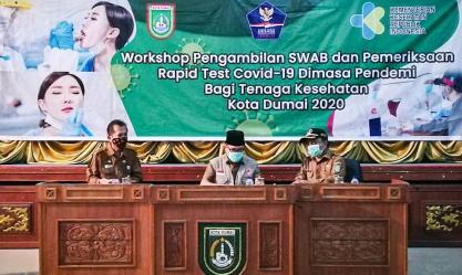 Walikota Dumai H Zulkifli As membuka workshop pengambilan SWAB dan Pemeriksaan Rapid Test Covid-19 di gedung Pendopo, Senin (13/7).