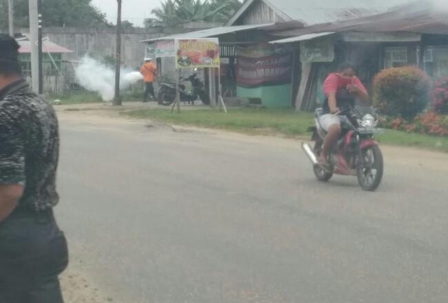 Diskes Kuansing lakukan fogging di lima desa.