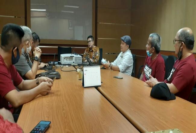 Pengurus PWI Riau saat mengunjungi BI.