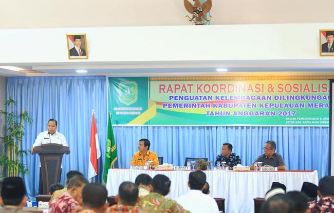 Bupati Kepulauan Meranti, Drs H Irwan saat memberikan sambutan pada Rakor kelembagaan yang diikuti seluruh kepala OPD dan kepala desa