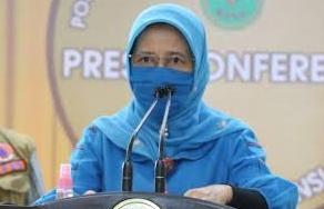 Mimi Yuliani Nazir, Kepala Dinas Kesehatan (Kadiskes) Riau.