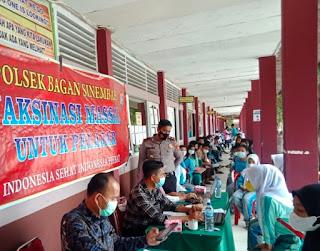 Polsek Bagan Sinembah mengawal proses vaksinasi siswa SMUN 1