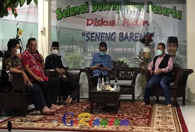 Tokoh Tionghoa Riau, Peng Suyoto saat menjadi pembicara dalam diskusi kebangsaan. Foto: Goriau