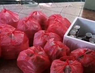 Mahasiswa buang makanan gratis yang diberikan pemerintah Foto: Istimewa