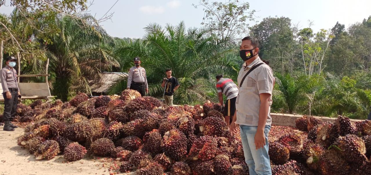 Personel Polsek kelayang mendatangi RAM kelapa sawit.