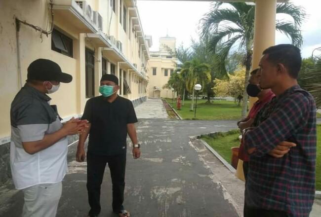 Ketua Karang Taruna Kepulauan Meranti, Rayan Pribadi berkoordinasi dengan Ketua DPW FPI Kepulauan Meranti, Hendrizal alias Bocang untuk penanganan Aprilia Natasha bocah asal Desa Sonde berusia 2,4 tahun penderita tumor mata.