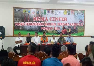 Rapat evaluasi penanggulangan Kebakaran Hutan dan Lahan (Karhutla) Provinsi Riau di Lanud Roesmin Nurjadin, Kota Pekanbaru.