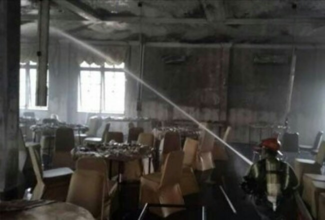 Kebakaran terjadi di rumah dinas Ketua DPRD Riau. Foto: Cakaplah