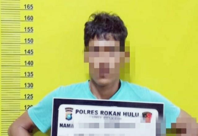 Diduga pelaku perampas sepeda motor Honda BeAT dan HP di Jalan Lingkar Pasir Pangaraian,RE (42)diringkusTim Opsnal Satuan Reskrim Polres Rohul.