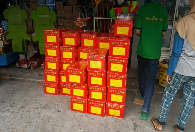 Jeruk Mandarin asal negeri Jiran Malaysia tampak beredar bebas di sejumlah minimarket di Kota Selatpanjang Kabupaten Kepulauan Meranti.