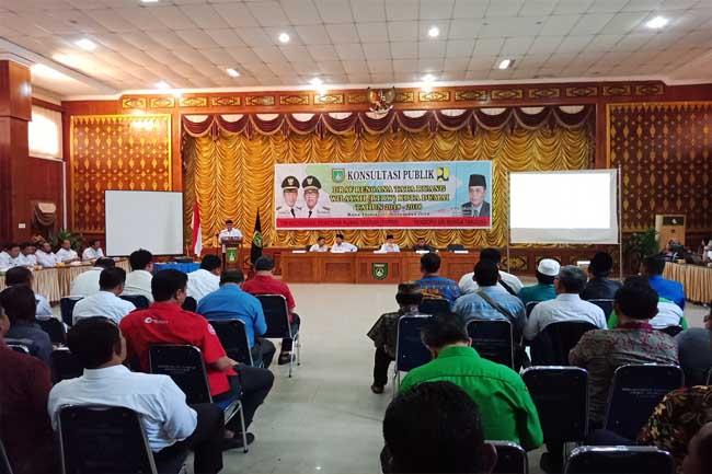 Pemko Dumai gelar Konsultasi Publik memantapkan draf RTRW Dumai, acara dibuka Walikota di Gedung Pendopo Rabu (7/11/2018).