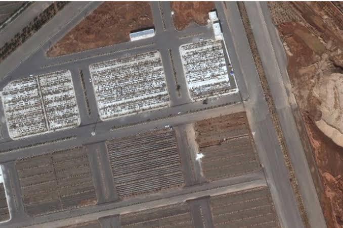 Lahan yang disebut sebagai tempat kuburan massal korban covid-19 di Iran.