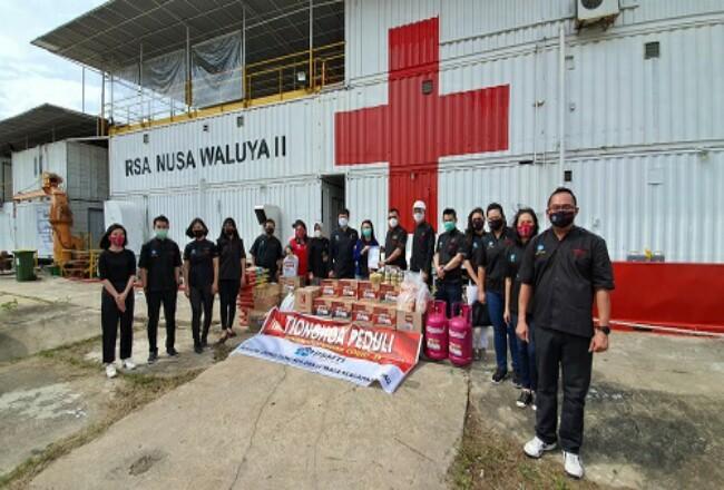 Penyerahan bantuan ke Rumah Sakit Apung (RSA) Nusa Waluya II yang bersandar di eks dermaga Pelindo, Pekanbaru.