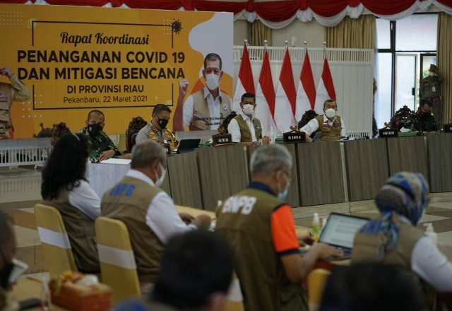 Rakor pengendalian Covid-19 di Riau.
