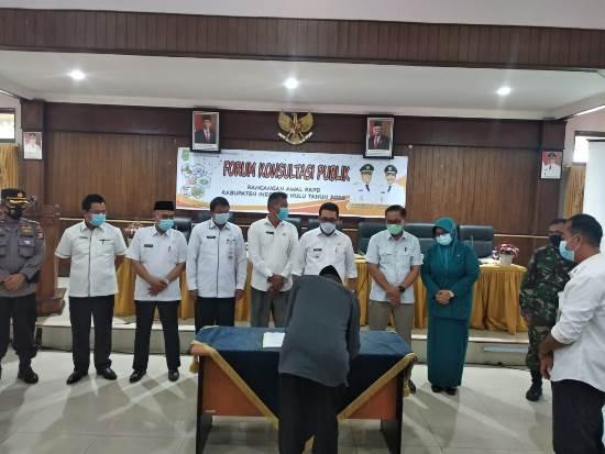 Wakil Bupati Inhu, H Khairizal membuka Forum Konsultasi Publik Rancangan Awal RKPD Kabupaten Inhu Tahun 2022.