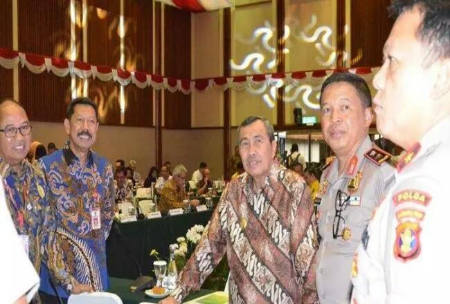 Gubri H Syamsuar saat mengikuti rakor penanggulangan karhutla di Jakarta, Jumat (6/12). Foto: Tribunpekanbaru