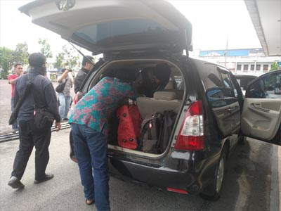 Aparat dari Komisi Pemberantasan Korupsi (KPK) kembali melakukan penggeledahan di Bengkalis.