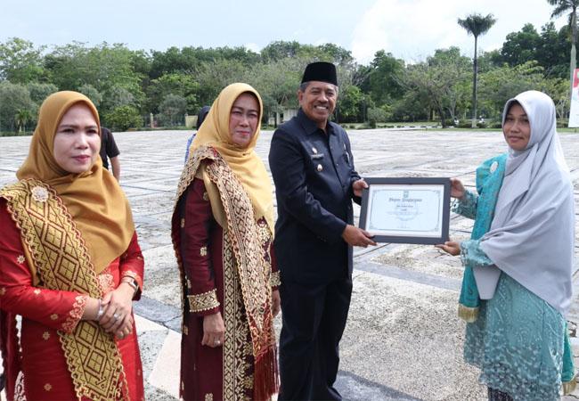 Pemkab Siak memberikan penghargaan kepada pimpinan OPD, sekolah, Kwarcab Siak, organisasi wanita, pemuda pelopor, atlet berprestasi, pelajar berprestasi, dan lain-lain.