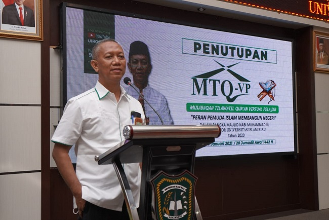 Rektor Universitas Islam Riau Prof Dr H Syafrinaldi, SH, MCL