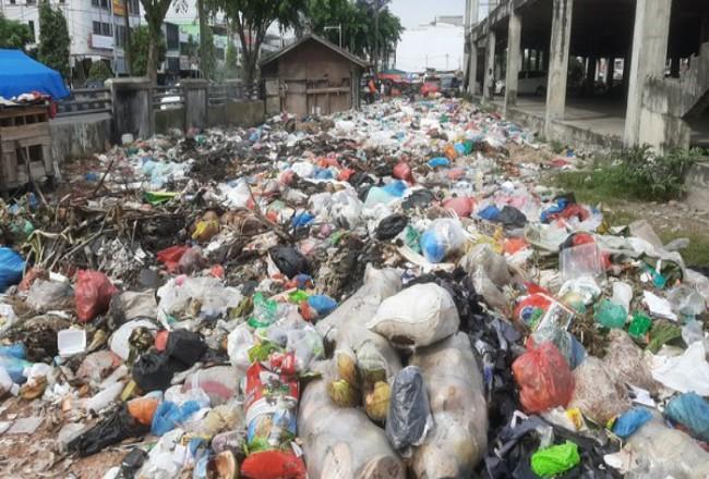 Tumpukan sampah di Pekanbaru. Foto: Detik