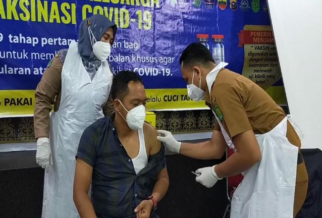 Vaksinasi untuk pejabat publik yang sudah dilakukan di Inhil.