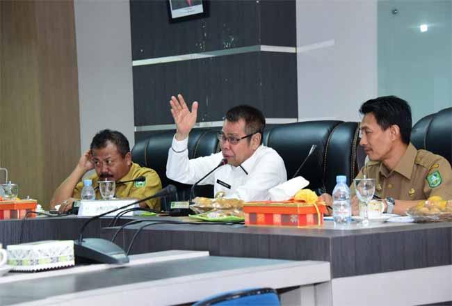 Pembahasan nomenklatur organisasi perangkat daerah dan tambahan penghasilan pegawai (TPP) di lingkup Pemerintah Kabupaten Bengkalis bertempat di ruang rapat Hang Tuah Kantor Bupati Bengkalis, Selasa (18/2/2020).