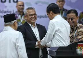 Presiden terplih Joko Widodo didamping Wakil Presiden terpilih Ma