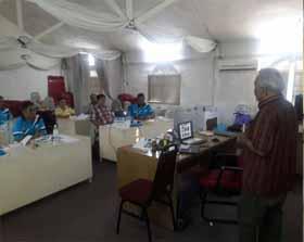 Suasana penjelasan di dalam kelas tentang beternak kelulut di Selangor, Malaysia. Study ini didukung PT RAPP untuk meningkatkan perekonomian masyarakat.
